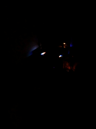 新キーボード、暗闇でみるとキーじゃない所が光っていた